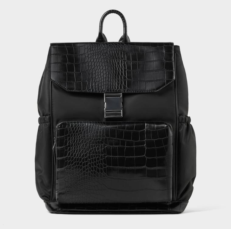 mochila preta com gravação de animal. 49,95